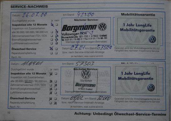 Oryginalna książka serwisowa z Golfa 3 z wpisami z niemieckich ASO