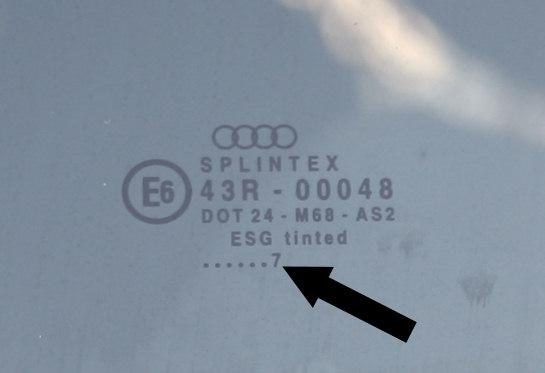 Oryginalna szyba Audi, zaznaczony numer określa rok jej produkcji, w tym wypadku szyba jest z 1997 roku.